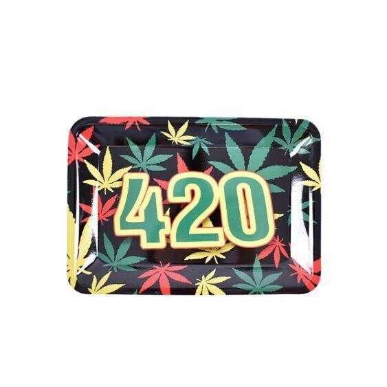 Bandeja 420 com as folhas e cores da Jamaica