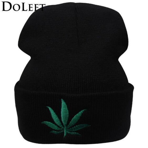 Gorro preto com a folha verde